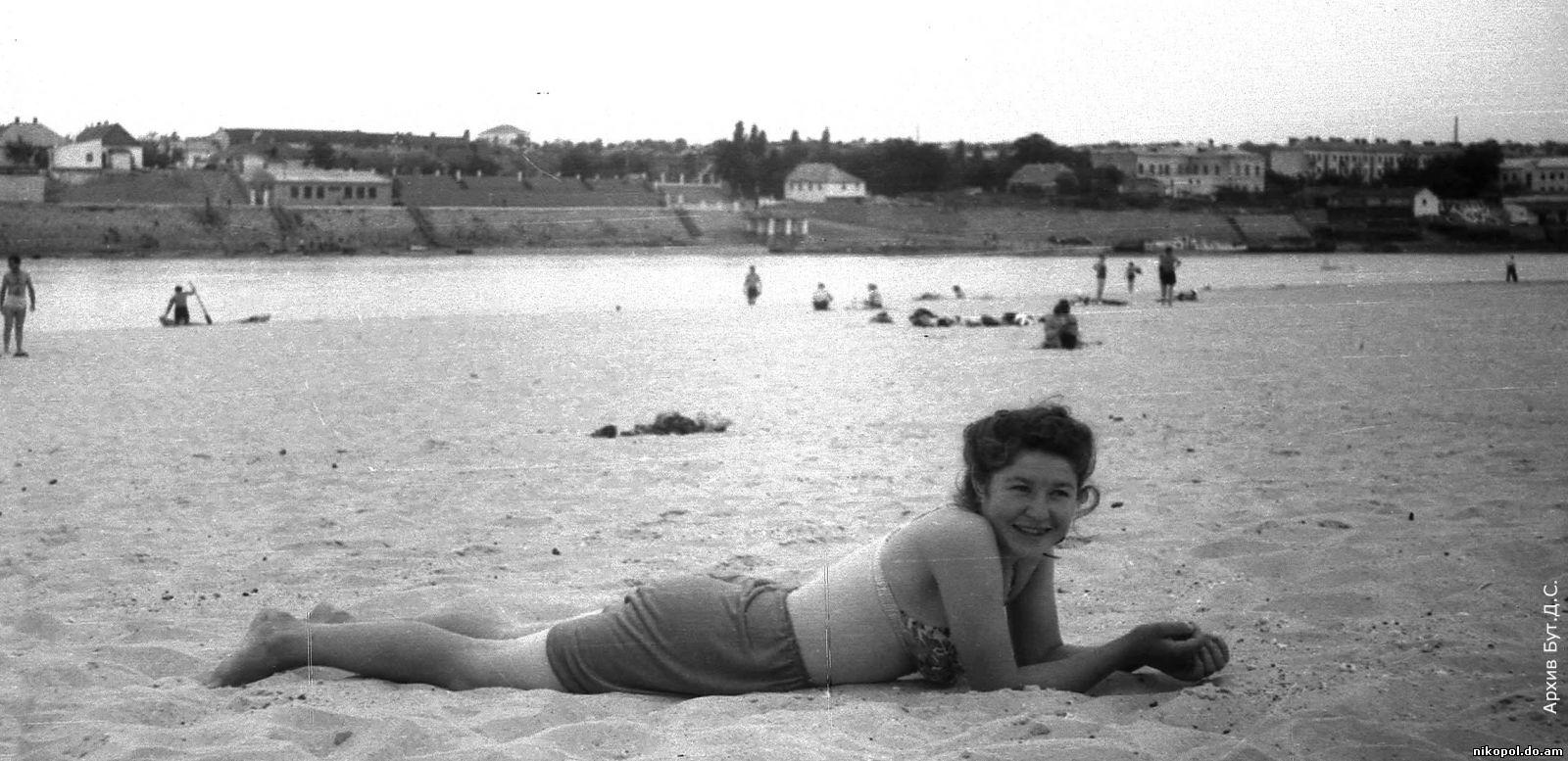 Смотреть семейный нудизм ретро фото, Нудисткий пляж ретро » Эротика фото и голых девушек 8 фотография